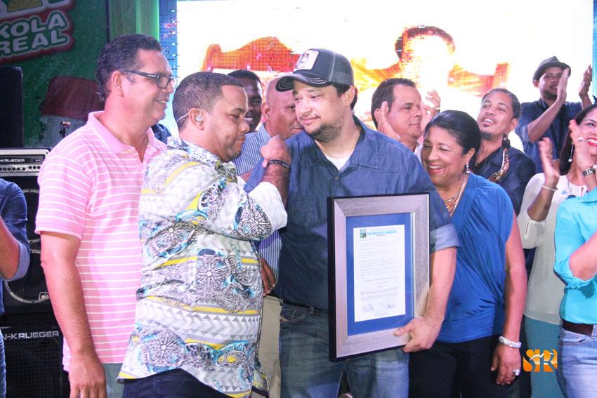 Hector Acosta felicita a Leclerc