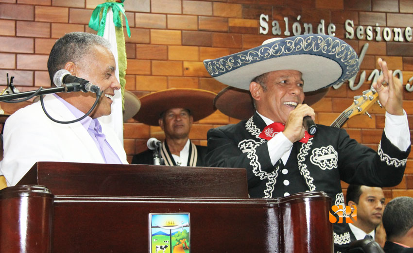 Lic. William Torres - recibido por el Mariachi Santiago
